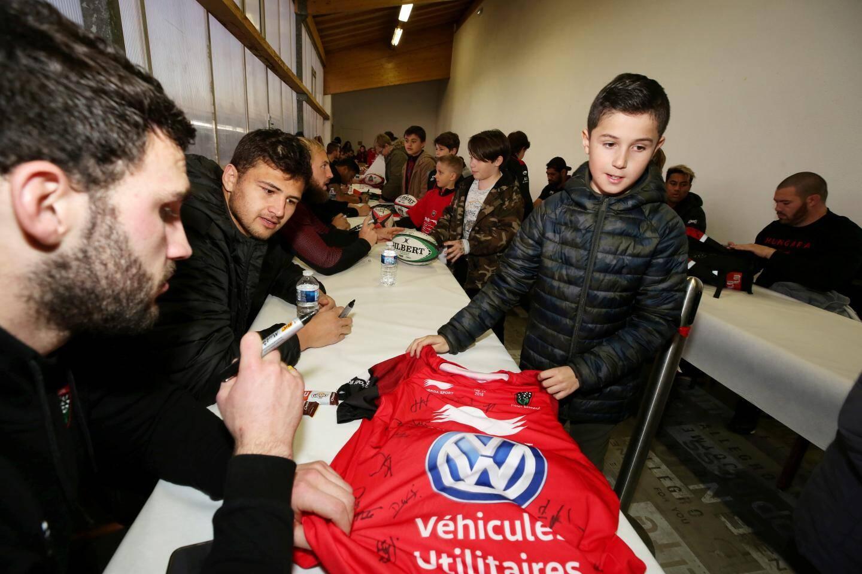 Entraînement délocalisé du RCT sur le stade Cauvin à Lorgues.