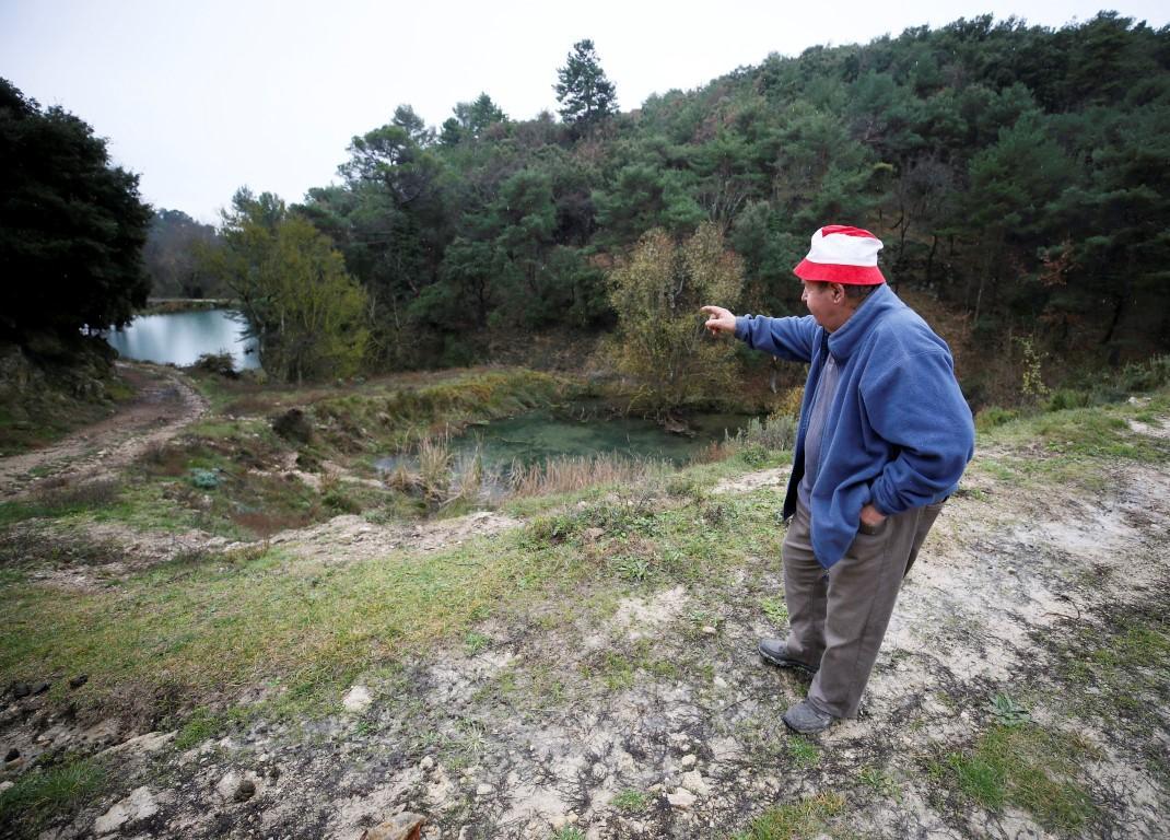 A Tourtour, Claude Marcelin pointe l'endroit de la dernière attaque de loups.