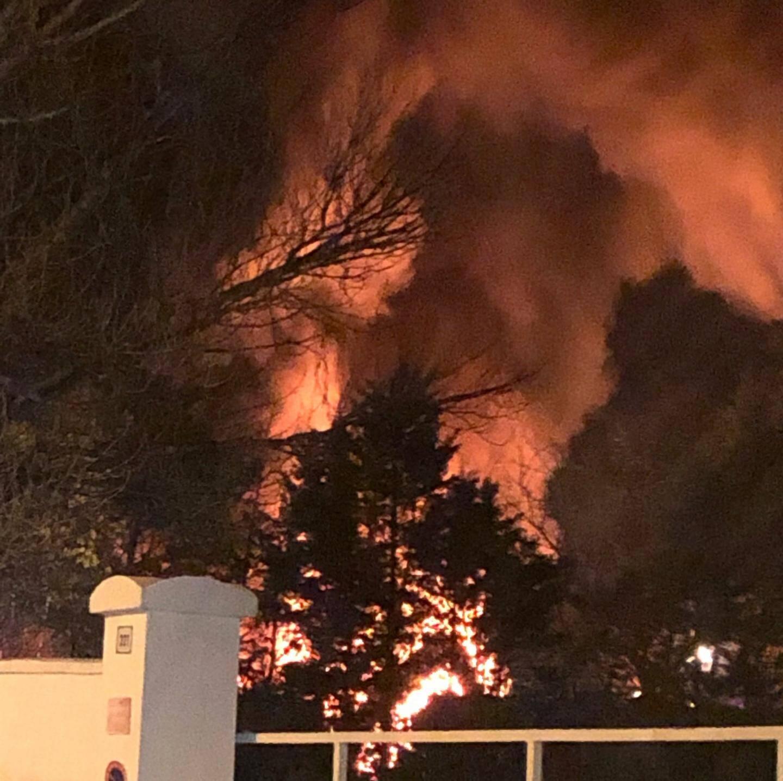 Ce jeudi soir, après 19h30, un incendie s'est déclaré dans une entreprise de récupération de matériaux, avenue Louis Lépine, dans la zone industrielle du Capitou à Fréjus.
