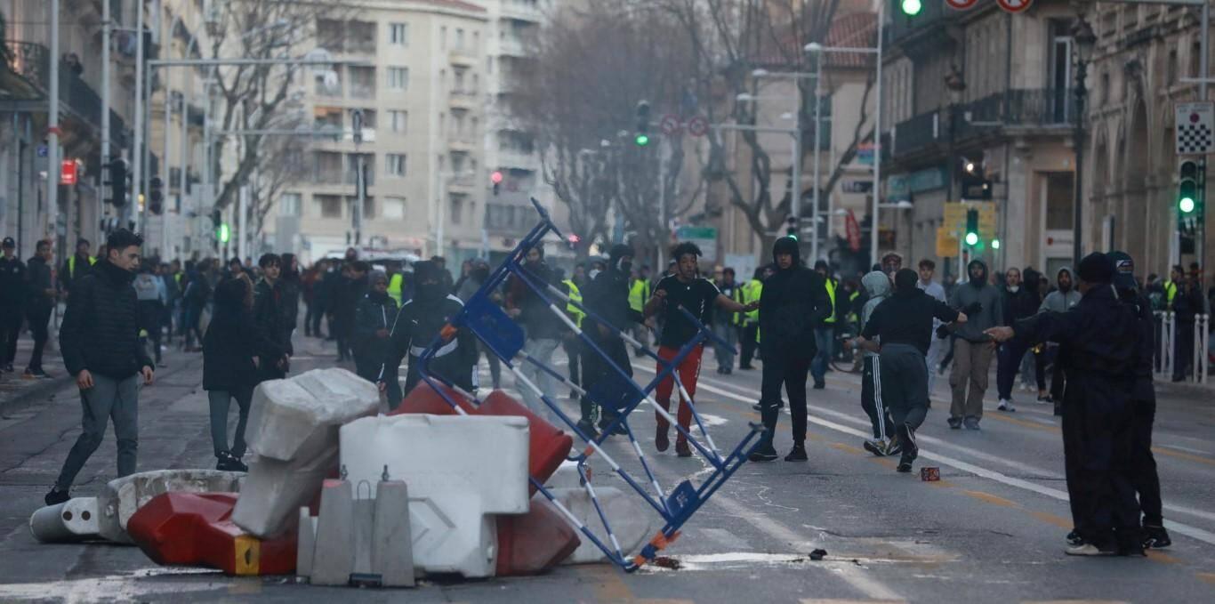 Barricades sur le boulevard de Strasbourg.