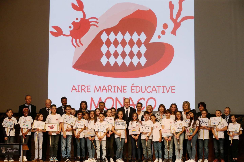 Les enfants sont à l'origine de tout : ils ont créé le logo de l'aire marine éducative qu'ils ont également décidé de situer en dessous du Musée océanographique.