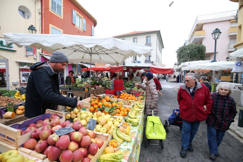 Le marché du Cros se déroule chaque mardi et jeudi matin.