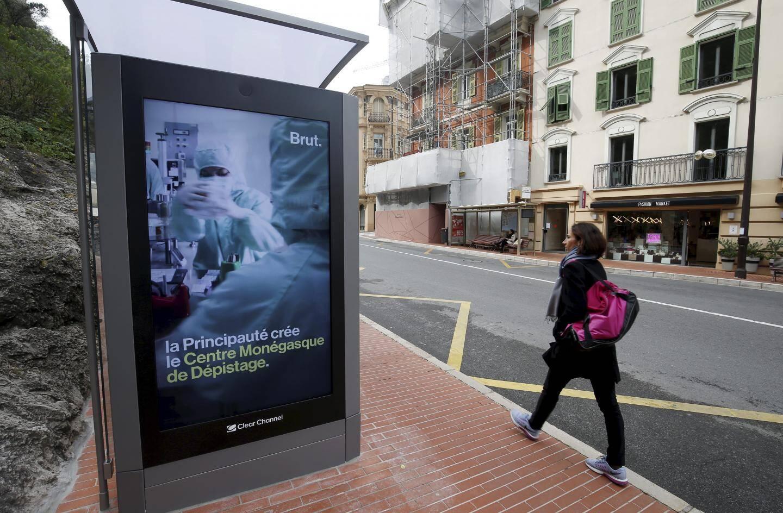 Entre les publicités, les passants pourront regarder des reportages courts, positifs et pédagogiques du média Brut, dont certains spécifiques à Monaco.