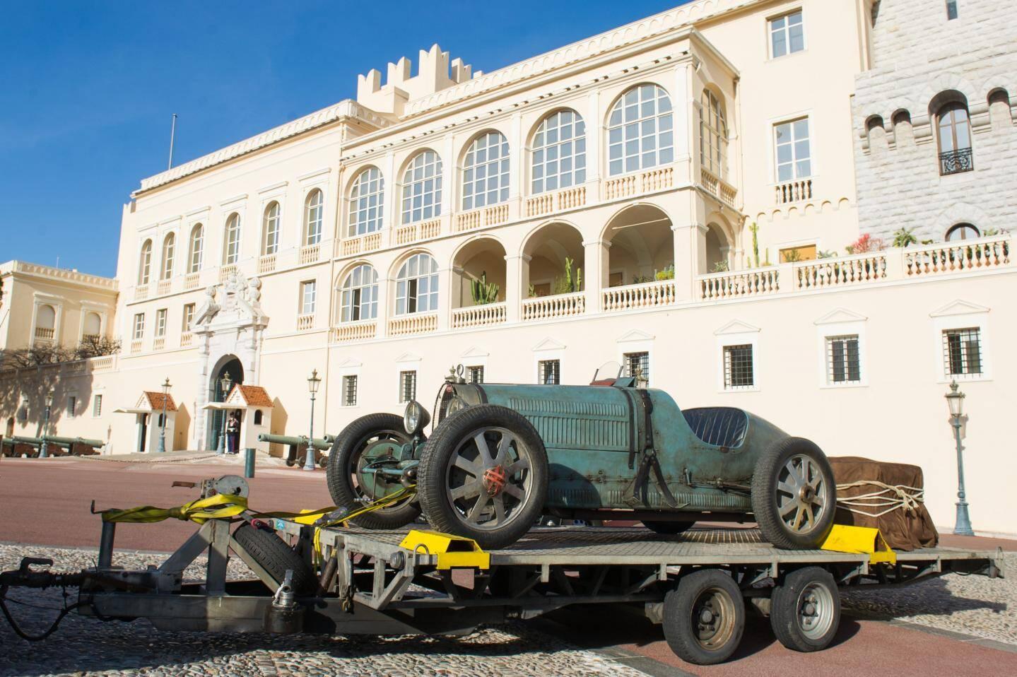 La Bentley de 1929 à son arrivée au Palais. (Ph.A.Bastello/Palais princier)