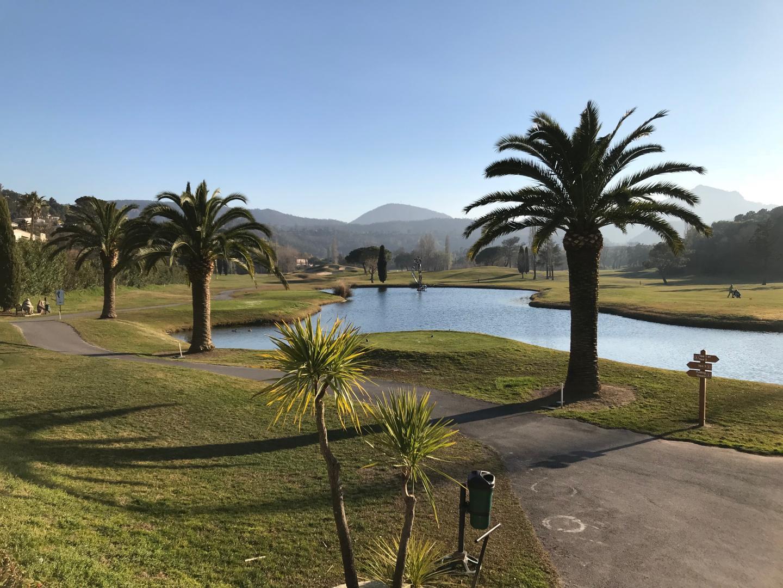 Sur le domaine Barbossi, ensoleillé et parsemé d'œuvres d'art, il n'y a pas que le golf et les palmiers…