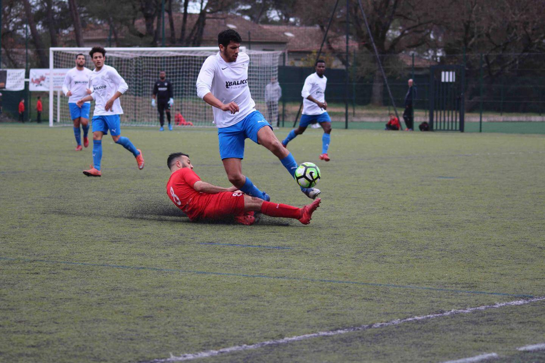 Tout s'est joué entre les 35e et 49e minutes, hier après-midi, entre les Mouansois (en rouge) et les Pégomassois.