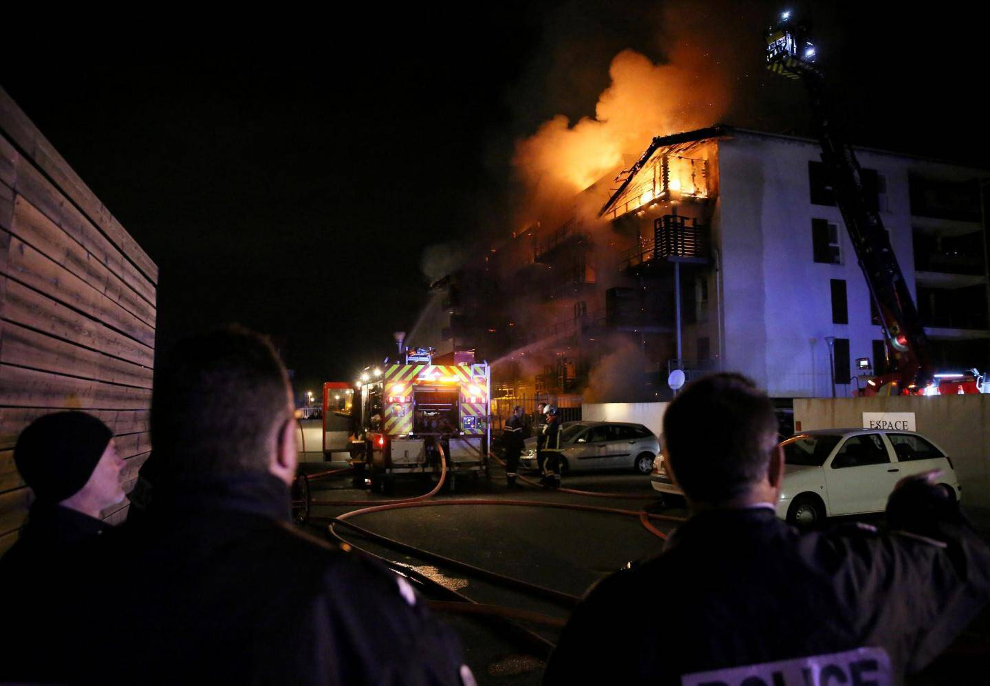 L'incendie a nécessité l'intervention d'un important dispositif de pompiers.