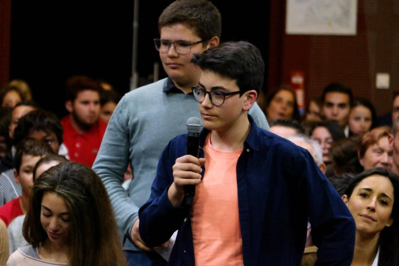 """Charlie, collégien de Saint-André les Alpes, a épaté l'auditoire en demandant au président si on pouvait """"acheter une nouvelle planète avec de l'argent""""."""