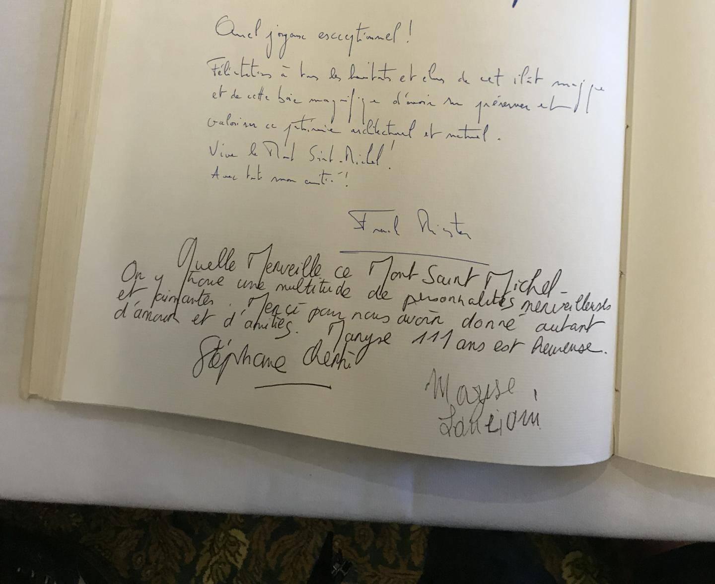 Le mot de Maryse sur le livre d'or de la mairie du Mont Saint-Michel.
