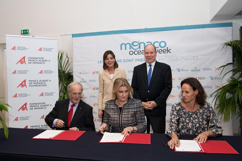 Bernard Fautrier, Annabelle Jaeger et Marianna Nitsch, secrétaire générale de Chanel, ont noué le partenariat devant le souverain et la princesse de Hanovre.(DR)