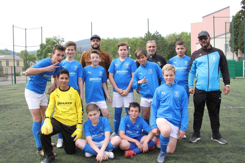 Les jeunes footballeurs du CDJ Bar-sur-Loup prennent la pause.