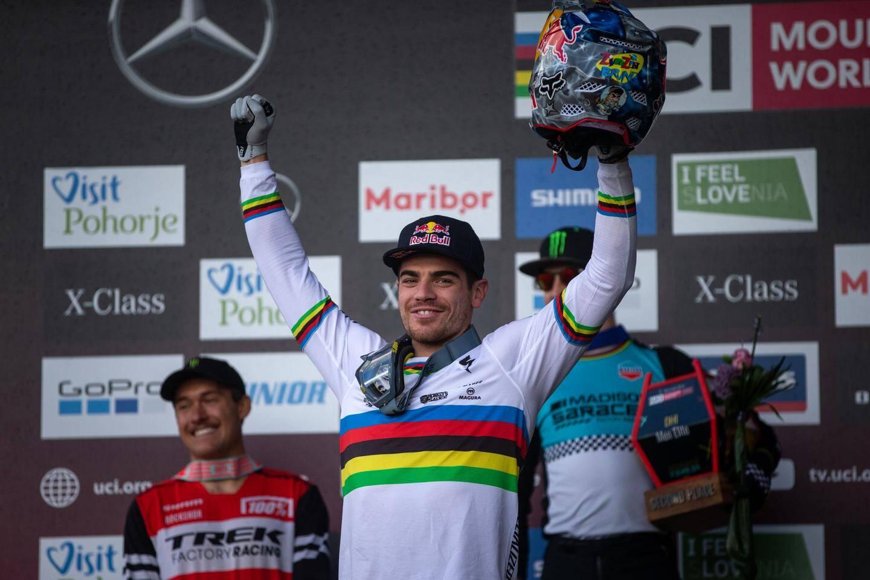 Ni la boue vosgienne, ni la qualité de ses adversaires, ni même un incident mécanique en début de course n'ont empêché Jérôme Gilloux d'aller chercher le titre de Champion de France de VTT à Assistance Electrique.