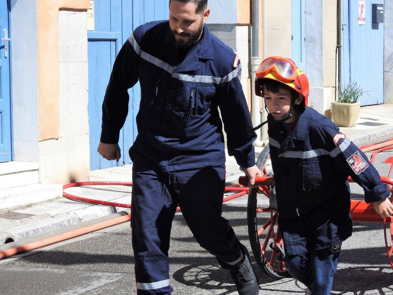 Johan, 8 ans, a joué au pompier.