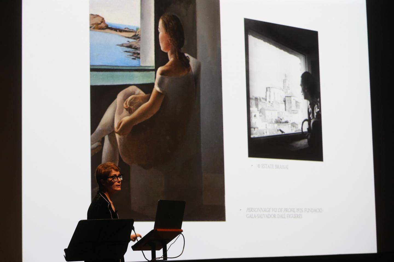 Montse Alguer a expliqué l'importance de la sœur de Dali dans l'œuvre de l'artiste : elle lui a beaucoup servi de modèle à ses débuts.