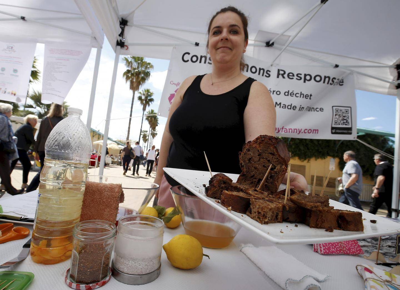 Fanny propose tout un tas d'astuces pour réduire ses déchets, dont un gâteau… aux peaux de bananes.