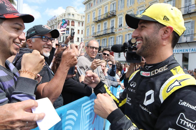 Le pilote australien salué par ses fans.
