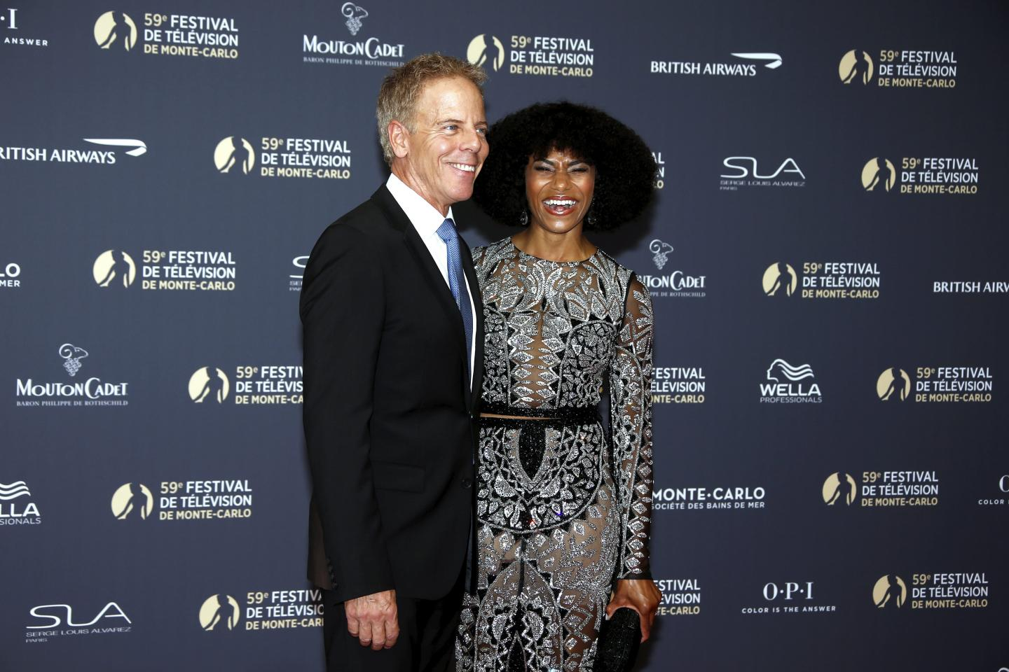 Kelly McCreary et Greg Germann de Grey's Anatomy.
