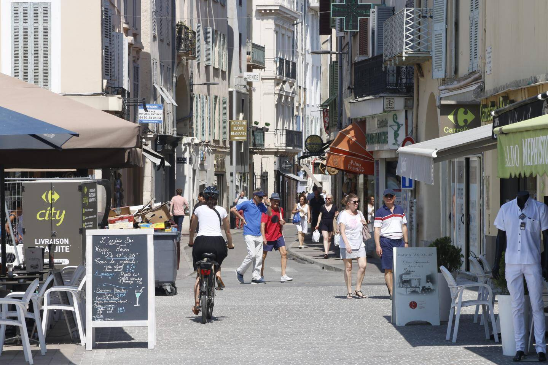 Patrice Colomb, commerçant, est adjoint à la ville d'Antibes.