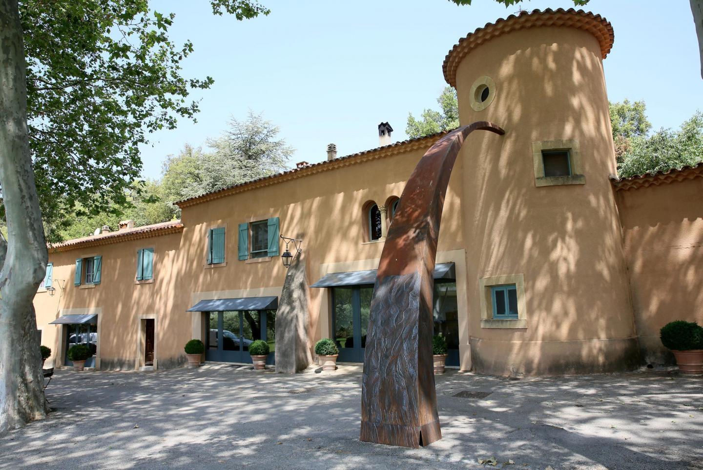Le Chateau THuerry accueille l'exposition d' Eric di Fruscia jusqu'au 31 août.