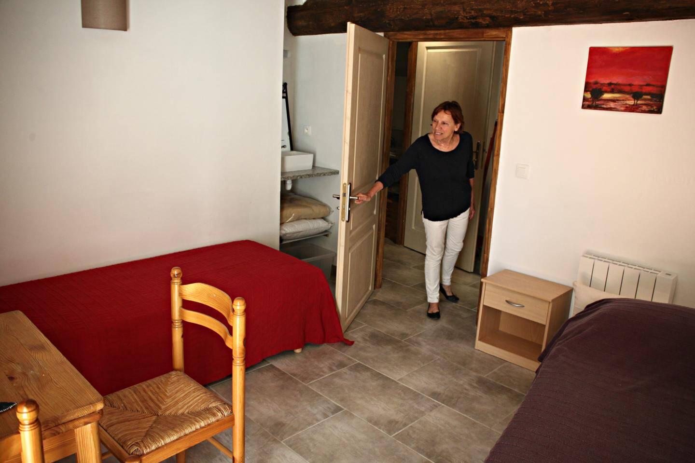 Quatre chambres viennent d'être entièrement refaites pour loger amis et familles de passage.