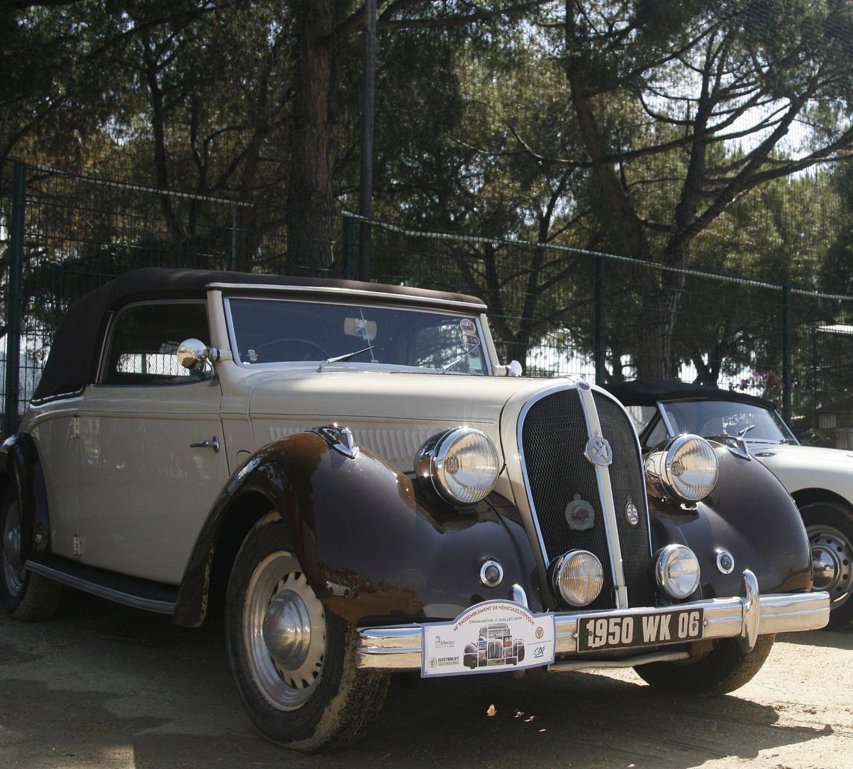 L'historique Hutchkiss « 864 S49 », une berline produite à 2000 exemplaires entre 1948 et 1950.