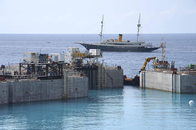 Hier, à 14 h 54, ce 17e caisson a complété et achevé la nouvelle frontière physique de Monaco.