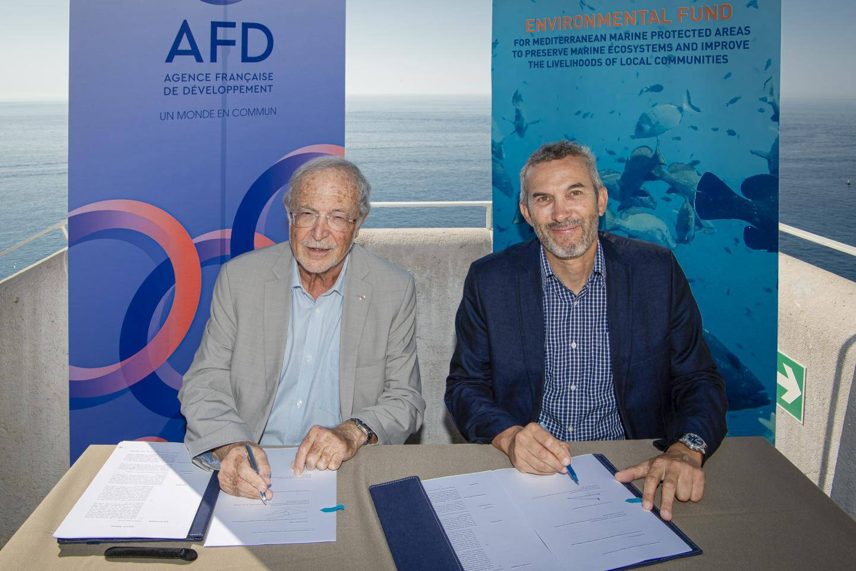 La convention de financement a été signée par Bernard Fautrier, vice-président de la Fondation Prince Albert II et président du MedFund, et Guillaume Chiron, chef de projet biodiversité à l'Agence française de développement.