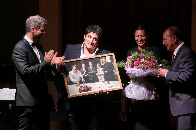 Le chef étoilé Mauro Colagreco et son épouse ont été mis à l'honneur par le maire de Menton, Jean-Claude Guibal et Paul-Emmanuel Thomas, directeur artistique du Festival.