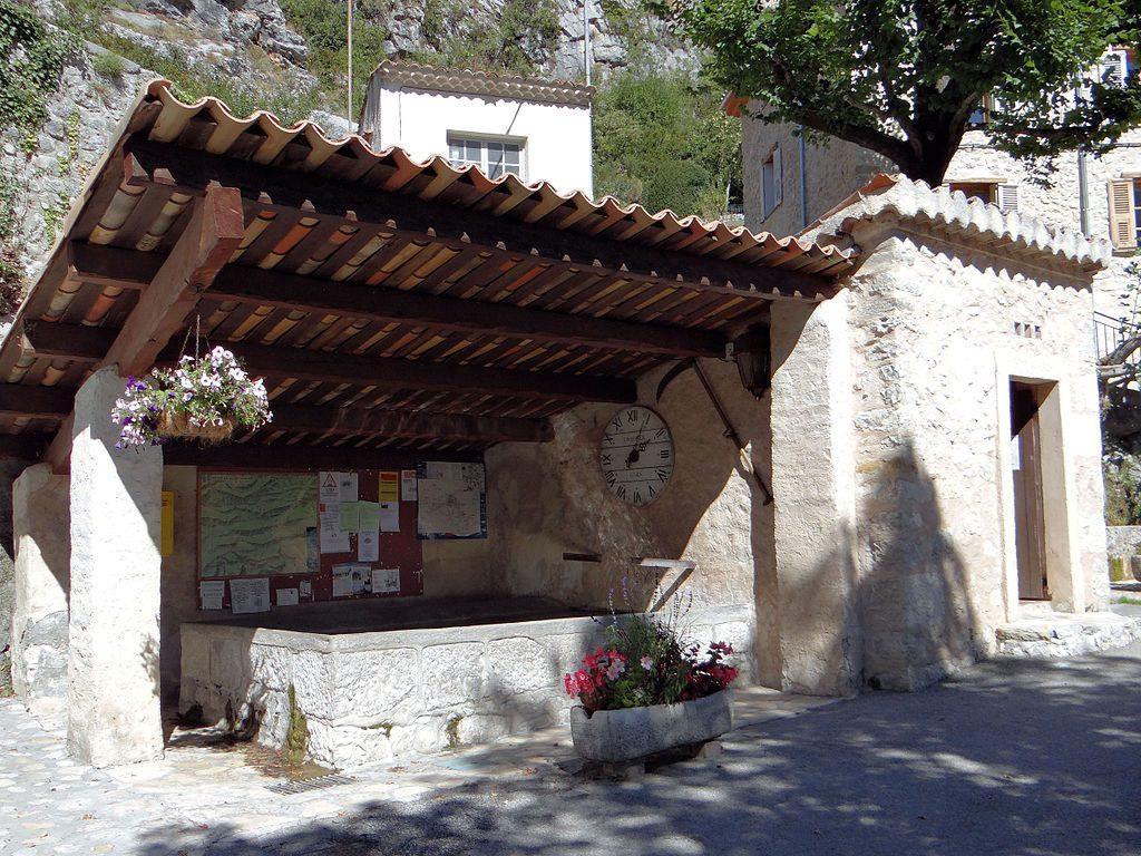 Le village est à 80km de Grasse.