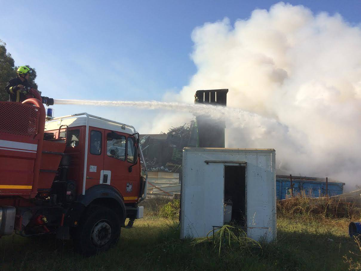Une cinquantaine de sapeurs pompiers sont sur place.