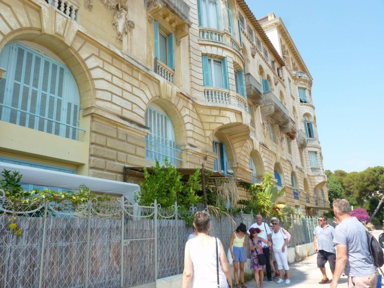 Le Riviera Palace de Beausoleil, avec sa vue sur la mer, est un mastondonte d'histoire et de richesses.