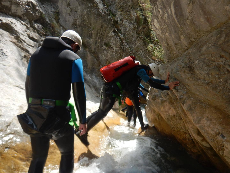 Le passage de la grotte, et de sa descente en rappel de 10 mètres à travers la cascade, moment magique.