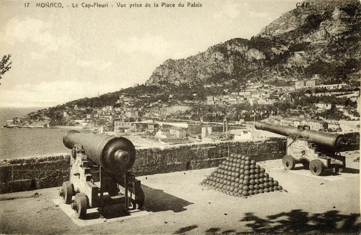 La place du Palais offrait alors une vue dégagée sur le cap Fleuri.