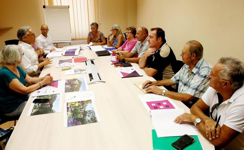La réunion en mairie, mercredi, a permis de présenter le projet au conseil du quartier d'Agay.