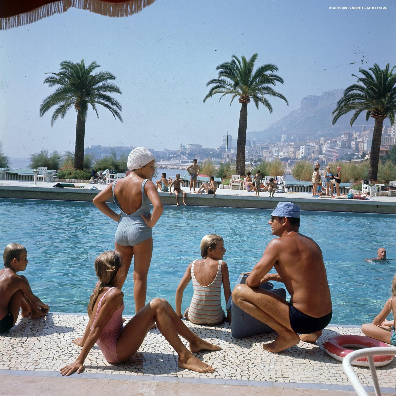 Au Monte-Carlo Beach Club, la piscine était l'endroit rêvé pour exposer son maillot de la saison. Ici, en 1969.