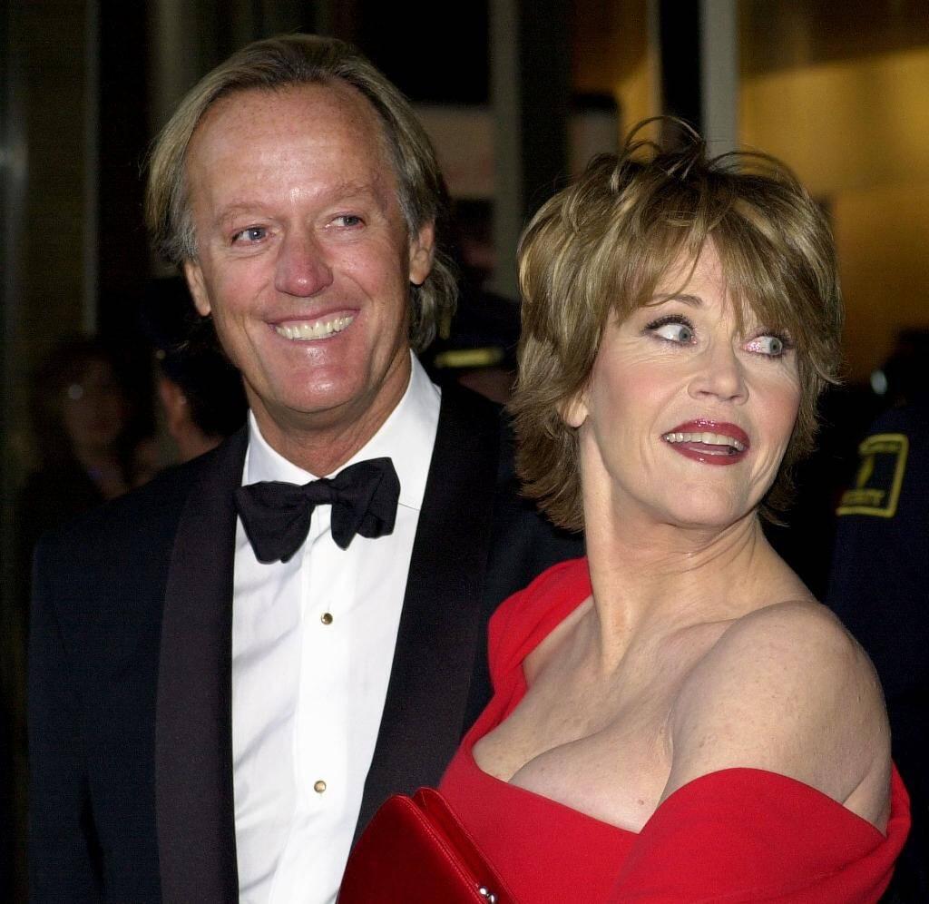 Peter Fonda avec sa soeur, l'actrice Jane Fonda, en mai 2001 à New York