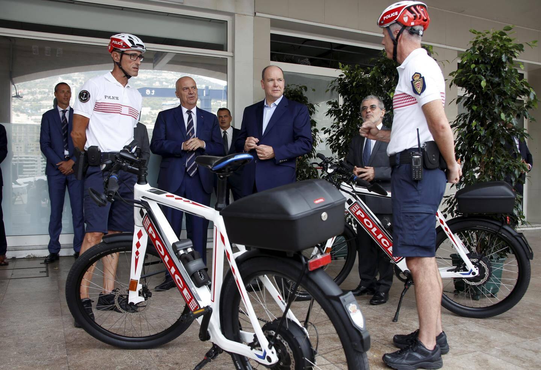La brigade à vélo et le souverain.