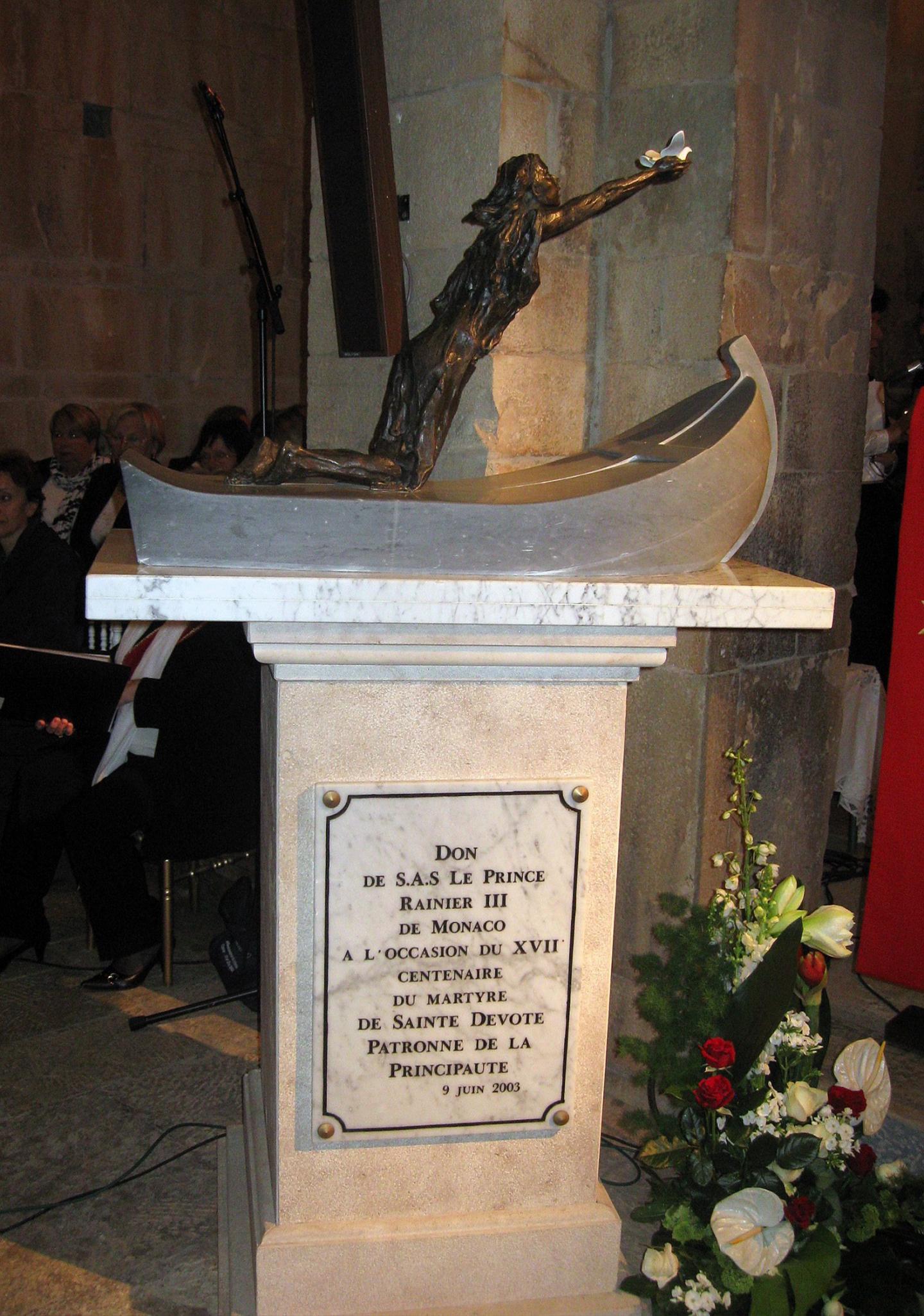 Statue en bronze de Ste Dévote dans l'église de La Canonica - don du prince Rainier-III.(DR)