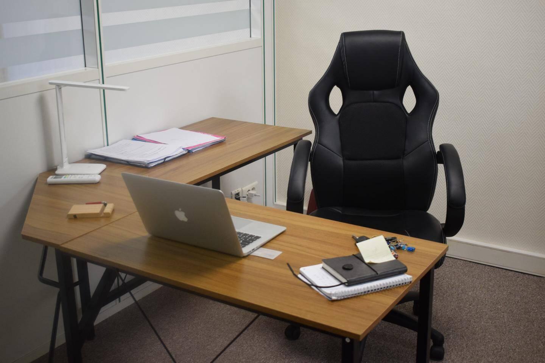 La salle de conférence peut recevoir une trentaine de personnes assises.