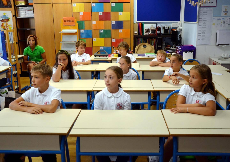 Les CM2 de Saint-Charles déjà attentifs aux propos de l'enseignante.
