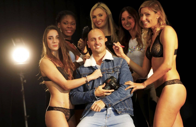Le photographe Kevin Leinster et ses drôles de dames. x)
