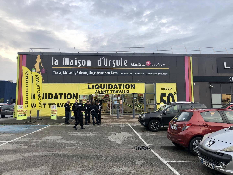 Quinze sapeurs-pompiers ont été dépêchés sur place, ainsi que le Smur de Cannes, la police nationale et la police municipale.