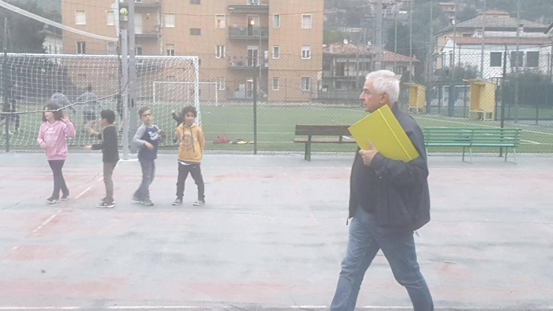Mauro Tonolini veille toujours sur les enfants du catéchisme.