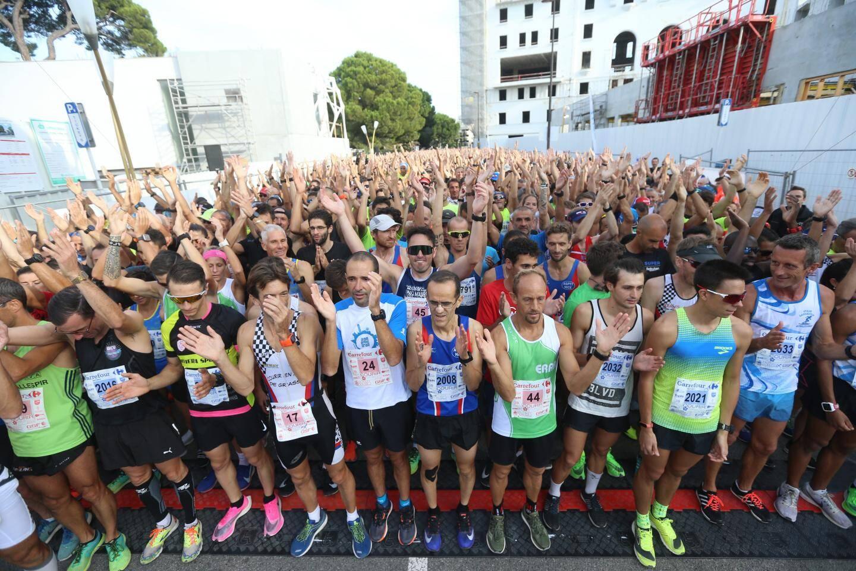 Ce dimanche en milieu de matinée, plus de 2.500 coureurs ont pris le départ des deux circuits préparés pour la quarantième édition de Courir pour une fleur.