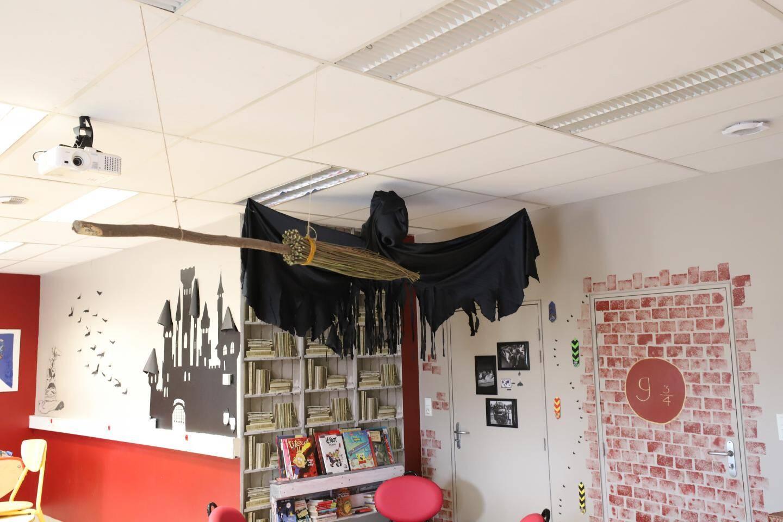 Chaque vendredi matin, les élèves rentrent avec la musique d'Harry Potter.