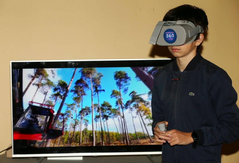 Outre les entretiens avec des professionnels et les stands proposant des ateliers pratiques, les jeunes ont pu s'immerger dans le métier de leurs rêves grâce à la réalité virtuelle.