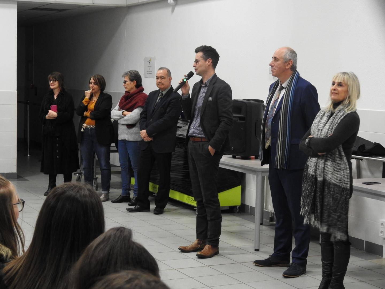La CPE Carole Bertino (deuxième en partant de la gauche) a expliqué avec émotion qu'elle était arrivée dans l'établissement en même temps que cette promotion.