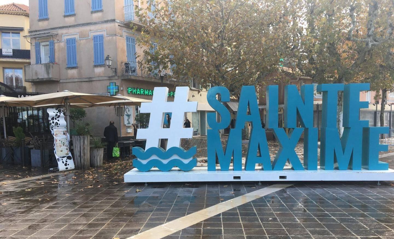 Le Hashtag Sainte-Maxime a été déplacé sur la place Victor-Hugo.