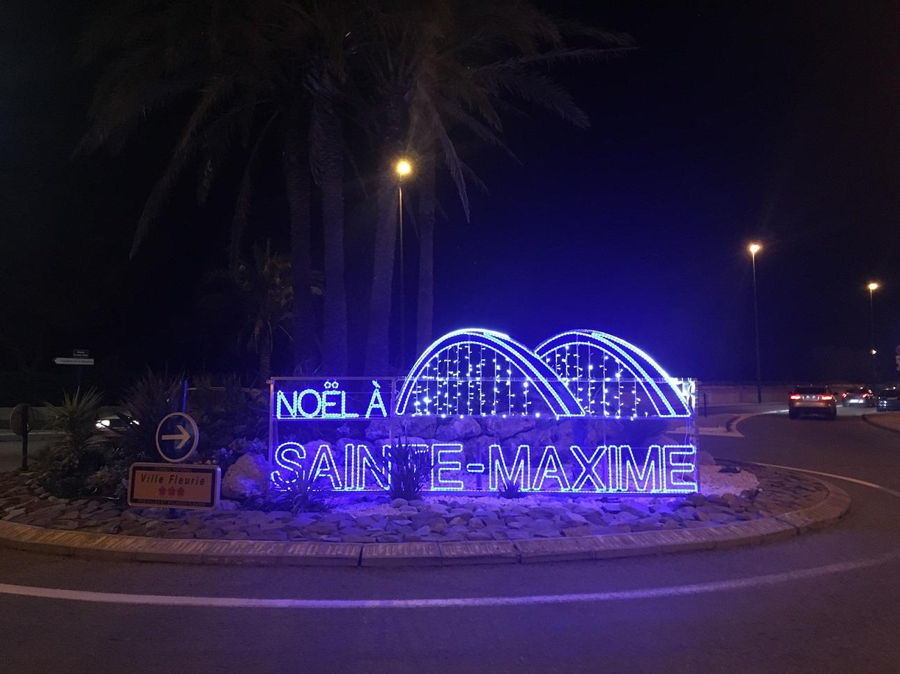 Plusieurs sites stratégiques de la ville arborent les couleurs et l'emblème de Sainte-Maxime : le pont du Préconil.