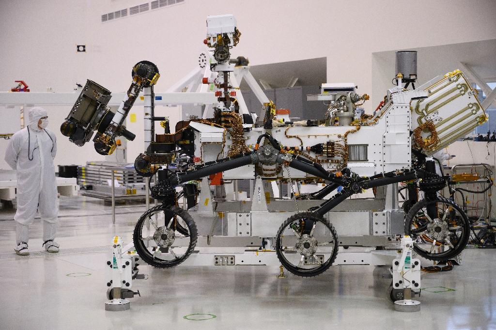 De la taille d'une voiture (3m de long pour 2,70m de large), le rover est doté de six roues mais n'est pas bâti pour la vitesse. Il n'en a d'ailleurs pas besoin puisqu'il ne doit parcourir que 200 mètres en moyenne par jour martien